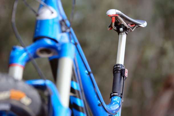 מבחן אופניים Niner RIP9RDO. מוט מושב הדיראולי אינו פריט סטנדרטי למרות המחיר התמיר. לא הייתי מוותר עליו למרות תוספת המשקל בשל טווח היכולת הרחב של האופניים האלו. צילום: תומר פדר