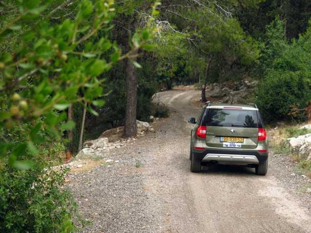 מבחן רכב סקודה YETI. לא פוחד משבילי יער מפולסים. מרווח גחון שימושי ובקרת משיכה יעילה יביאו אתכם לקמפינג. צילום: רוני נאק