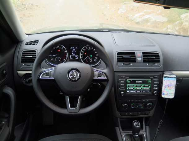 מבחן רכב סקודה YETI. גלגל הגה חדש, איבזור משופר - כולל חניה אוטומטית ומולטימדיה מקורית. תחושת פרימיום. צילום: רוני נאק