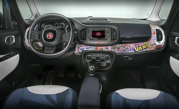 קונספט פיאט 500L VANS. ריפודי המושבים עשויים מבד קנבס של נעלי VANS. הגרפיטי הוא הומאז' לקירות. צילום: FIAT