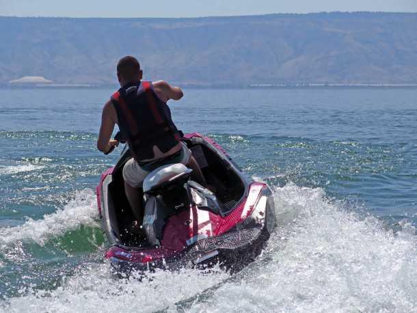 אופנוע ים סי-דו SPARK.  אם לצאת לסיבוב פורקן מהיר, או לחצות את הכנרת בטיסה נמוכה - הספארק של סי-דו מסוגל לעשות המון. והו איעשה זאת בעלות תחזוקה נמוכה. צילום: רוני נאק