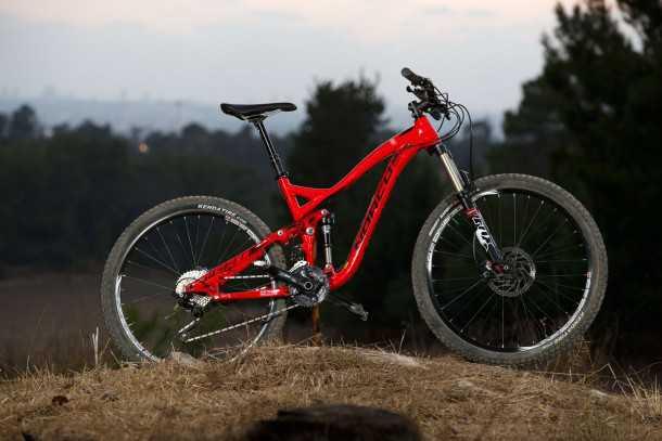 """מבחן אופניים NORCO SIGHT ALLOY. אופני AM קשוחים עם 140 מ""""מ מהלך וגלגלי 27.5.  המחיר 13K שקלים. צילום: תומר פדר"""