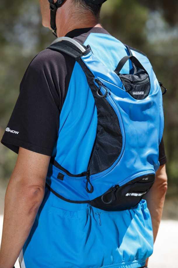 תיק אופניים עם שלוקר SHIMANO ACCU3D. מעוצב לגוב הרוכב, קל משקל והייטקיסטי. נפח מים וחלל מוגבלים במידה של 6ל'. המחיר כ-580 שקלים. צילום: תומר פדר