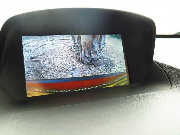 מבחן רכב אופל מוקה.קבלנו עם זה - מצלמת חניה ומולטימדיה כמוגם גלגל הגה מצופה עור ו-5 כוכבים בטיחות! צילום: רוני נאק