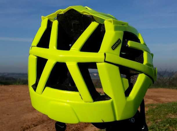 מבחן לקסדת אופני הרים LAZER OASIZ. מידות קומפקטיות, התאמה טובה לראש ואיוורור מצויין. צילום: רוני נאק