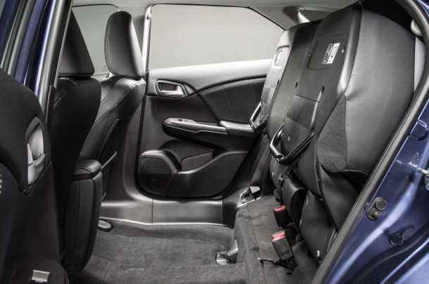 הונדה סיוויק טורר. המושבים האחוריים מתקפלים במגוון צורות. יוצרים משטח הטענה אחיד ויש מרווח מספק בין הרצפה לתקרה. צילום: הונדה
