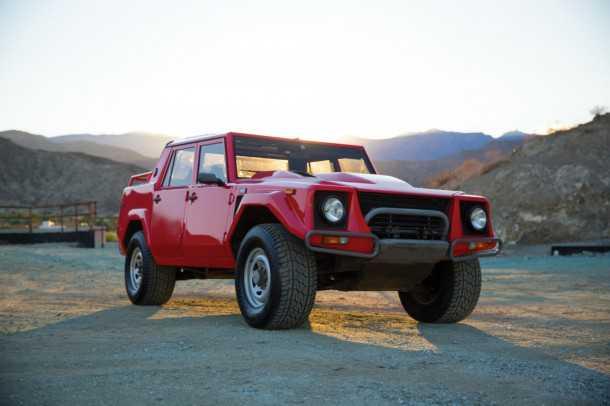 למבורגיני LM002. אחת מ-301 יחידות בלבד שיוצרו יוצאת למכירה פומבית. ההערכות של בית המכירות עומדות על כ-225 אלפי דולרים. צילום: RMAUCTIONS