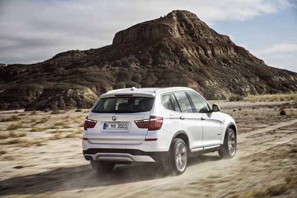 """מבחן רכב ב.מ.וו X3 28i. למנוע הטורבו החדש זמינות כוח מרשימה ותפוקה נאה של 245 כ""""ס ו-36 קג""""מ. עם שמונה הילוכים והנעה כפולה מעולה אפשר לתור את השטח או לטוס בכביש בקצב ראוי. צילום: BMW"""