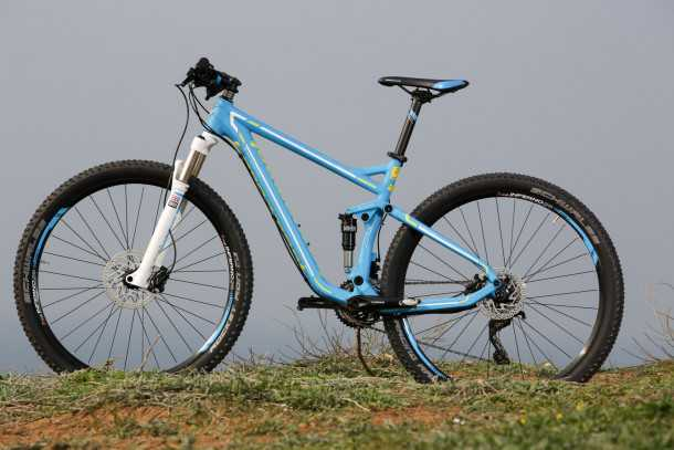 מבחן אופניים BERGAMONT FASTLANE 6.4 אופני מרתון בסיסיים שמצליחים להתגבר על הדיסוננס ולתת מהירות וקילומטראז' מבלי לפרק את הארנק. צילום: תומר פדר