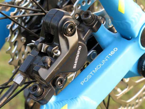מבחן אופניים BERGAMONT FASTLANE 6.4 תושבת קליפר בלם אחורי נחבאת בין זרועות השלדה - מה שהופך אותה ואת הקליפר לחסינה בפני פגיעה מכאנית - אהבנו! צילום: תומר פדר