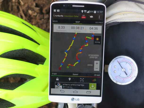 """אפליקציות לרכיבת אופניים. RUNTASTIC MTB. מגדירה מחדש את ה""""בסיס"""" עם חבילה מינימאליסטית, עיצוב קודר ולחץ מעצבן למכור לך כל העת את ה""""PRO"""" שבתשלום. צילום: רוני נאק"""