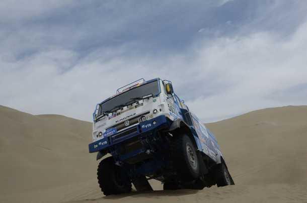 """מרדיאב ומשאית קאמאז - נהג בן 28 - חוגג ניצחון ראשון בדקאר. צילום: יח""""צ"""