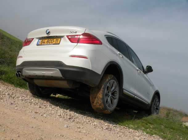 מבחן רכב ב.מ.וו X4. יכולנו לשים כאן צילום של ה-ב.מ.וו בתנועה על כביש אלפיני מושלג. במקום זאת קבלו הצלבה. צילום: ניר בן זקן