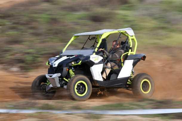 והנה צחי כפרי מפליא בנהיגה ווירטואוזית כמו שרק הוא יכול בקאן-אם XDS. צילום: רונן טופלברג