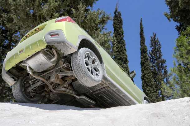 מבחן רכב סובארו XV 1600. סידור הגחון טוב ושומר על החלקים הרגישים ביותר. צריל לשמור בשטח על זרועות המתלים. בקרת המשיכה - רואים? - עובדת נהדר. צילום: רונן טופלברג