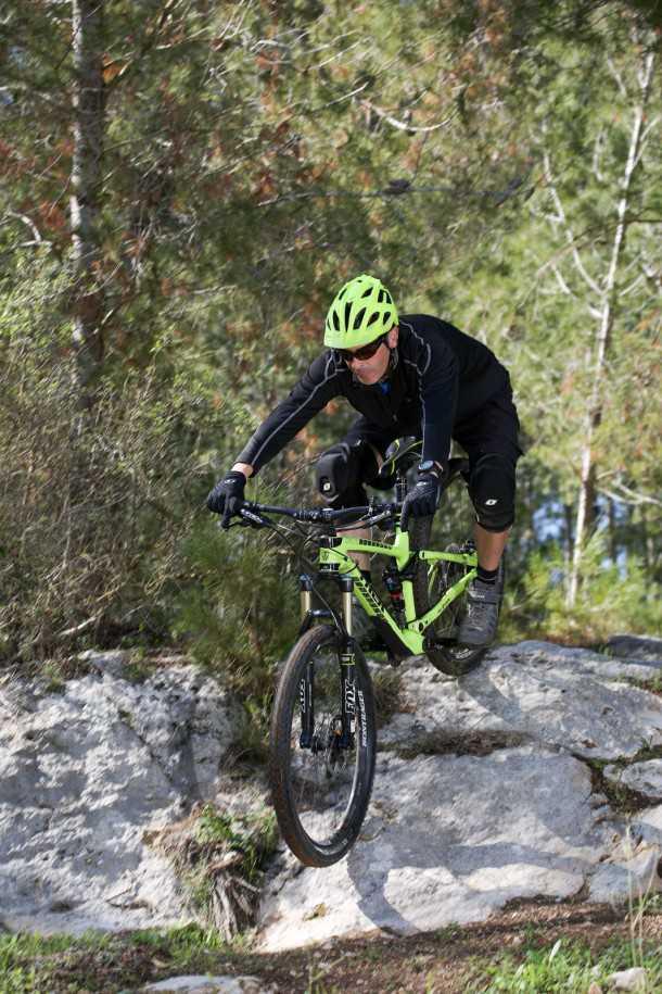 מבחן אופניים Trek Fuel EX 9.8 בהחלט אופני ההרים הטובים יותר שיש היום בשוק. המחיר לא קל 25,200 שקלים. מתלה אחורי נהדר פותח יחד עם קבוצת PENSKE ממירוצי פורמולה 1. צילום: תומר פדר
