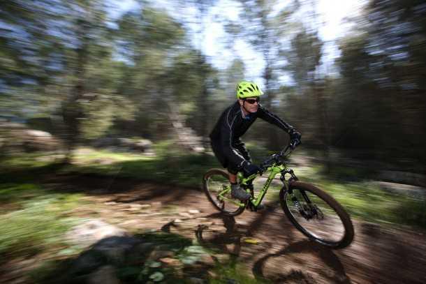 מבחן אופניים Trek Fuel EX 9.8 בהחלט אופני ההרים הטובים יותר שיש היום בשוק. המחיר לא קל 25,200 שקלים. הדרך לבירה עוברת דרך בן שמן. צילום: תומר פדר
