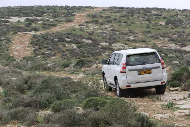 מבחן רכב טויוטה לנד קרוזר. מוכן להרפתקה ומתרפק על העבר. 370,000 שקלים לגרסה הבכירה. צילום: תומר פדר