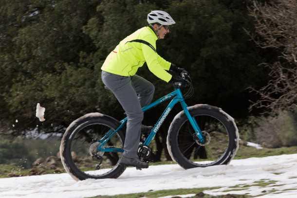 מבחן אופניים MONGOOSE ARGUS. ציפה ואחיזה זה כל הסיפור. ניואנסים של לחצי אוויר עושים הבדל משמעותי. צילום: תומר פדר