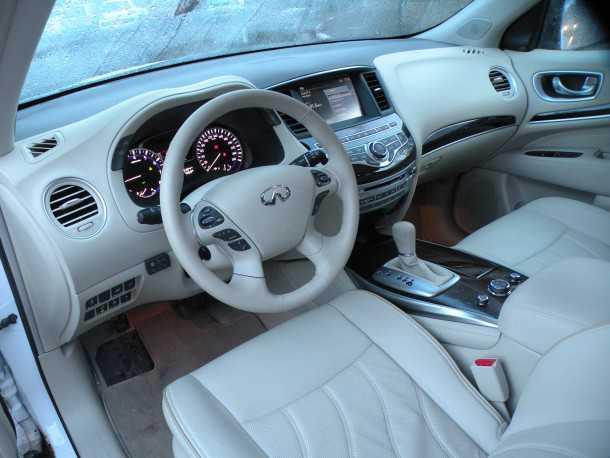 מבחן רכב אינפיניטי QX60. האיכות הכוללת של הפנים קצת פחות טובה ממה שאנו מכירים בדגמי אינפיניטי האחרים. צילום: ניר בן זקן