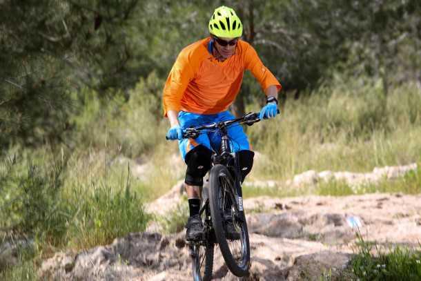 מבחן אופניים corratec. חירפוצים קטנים או נחיתות גבוהות לתוך גינת סלעים - עבודת המתלה האחורי מרשימה למדי ונוסכת בטחון. צילום: תומר פדר