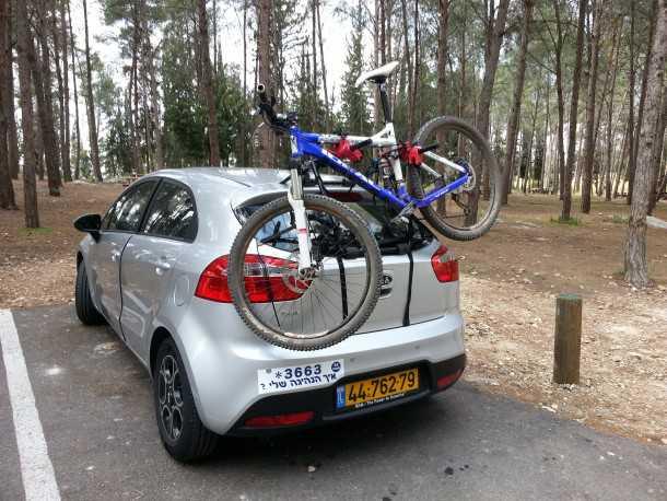 מנשא אופניים בסיסי לתא המטען. צילום: רוני נאק