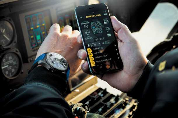 ברייטלינג B55. שעון טייסים אשר מגייס את הסמארטפון להרחבת מעטפת היכולות שלו. צילום: ברייטלינג