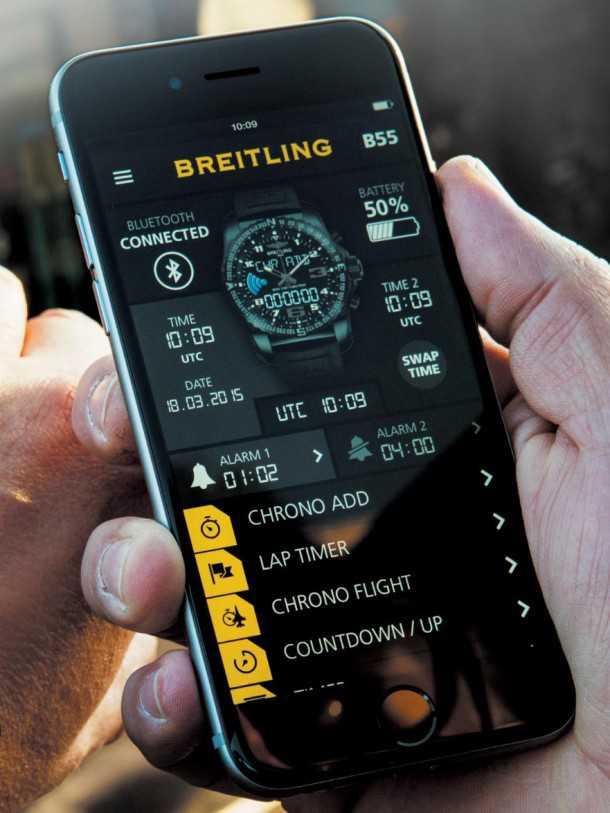 ברייטלינג B55. האפליקציה יכולה לשמש להגדרות השעון, תיעוד כרונוגרפי ועוד. צילום: ברייטלינג