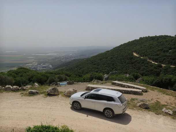 מסלול טיול עם מיצובישי אאוטלנדר לדרך נוף כרמל. במצפור טייסת העמק. צילום: רוני נאק