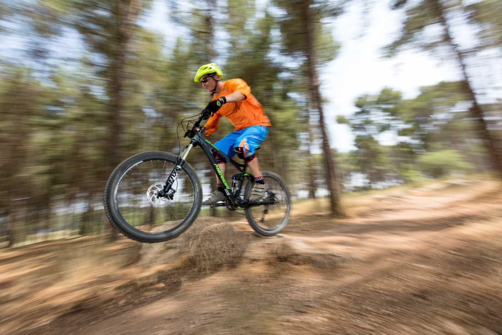 מבחן אופניים מרידה one-fourty 7.600. כמעט אנדורו, הרבה יכולת ותמורה לכסף. צילום: תומר פדר