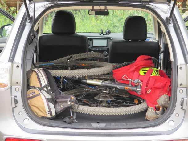 טיול אופניים ליער הזורע עם מיצובישי אאוטלנדר. צילום: רוני נאק