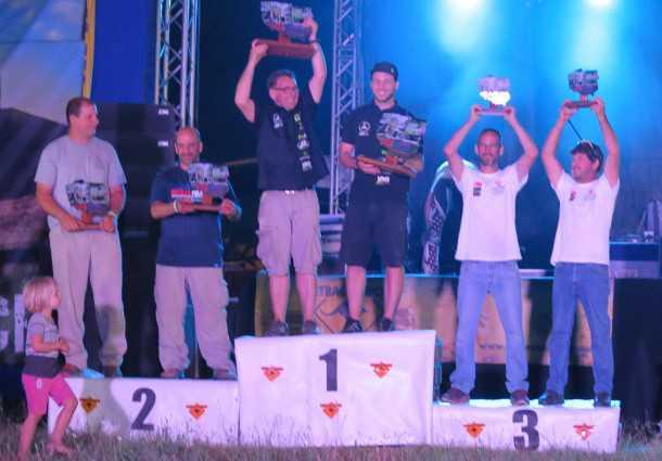 אביב ויזהר (משמאל) במקום השני, רז והלל (מימין) במקום השלישי ובמרכז הצוות הגרמני שגבר עליהם. צילום paolo baraldi