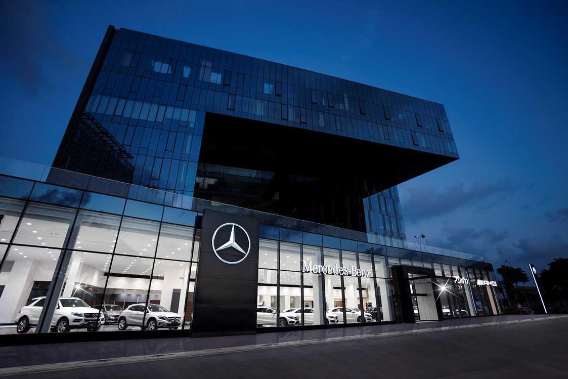 """אולם מרכזי חדש למרצדס בסדנאות 13 הרצליה. צילום: יח""""צ"""