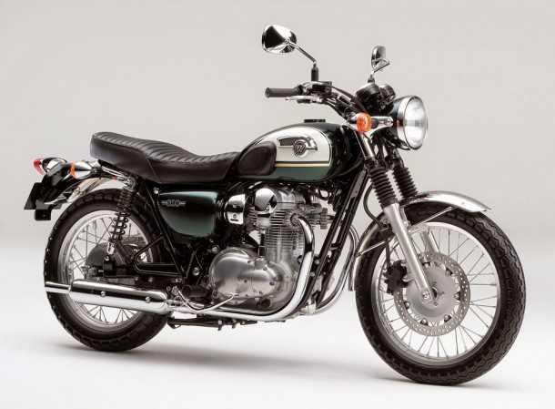 קוואסקי W800. משווק אצלנו מזה זמן. אופנוע מצויין למי שמחפש כלי לא מאיים להתחיל ממנו. צילום: קוואסקי