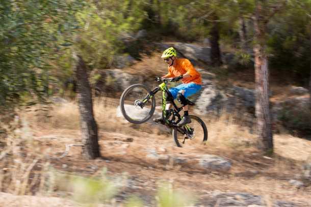 מבחן אופניים נורקו ריינג' קרבון 7.3. אוהבים מהירות! גם אנחנו וככל שתרכבו יותר באסרטיביות כך תתוגמלו יותר - הספיגה של המתלים האלו מדהימה. צילום: תומר פדר