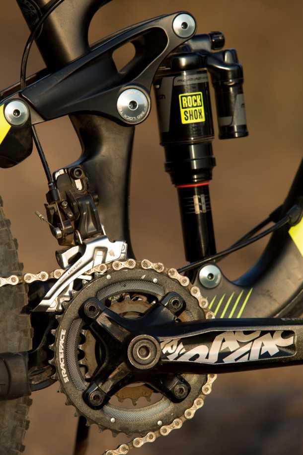 מבחן אופניים נורקו ריינג' קרבון 7.3. קראנק רייס פייס, מעביר קדמי SLX על תושבת קשיחה וסידור של 2X10 הילוכים. חלקי המתלה מאלומיניום. צילום: תומר פדר