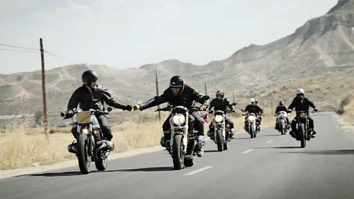 צאו לרכוב עם החבר'ה! אופנוע רטרו יכול לתת לכם חוויה אחרת לגמרי. צילום: ב.מ.וו