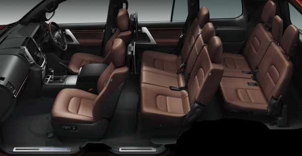 טויוטה לנדקרוזר 200 (V8) מודל 2016 חינני ומעודן. 8 מושבים גם אחרי הריענון. צילום: טויוטה
