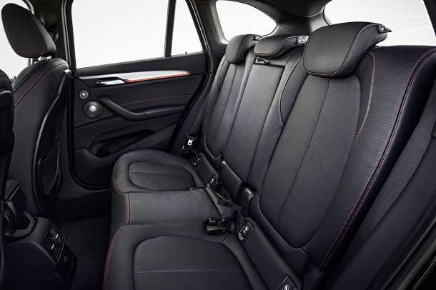 השקה ב.מ.וו X1. בסיס הגלגלים מקוצר ובכל זאת המושב האחורי מרווח ותא המטען גדול. פלטפורמת הנעה קדמית עם מנוע רוחבי זה הקונץ! צילום: BMW