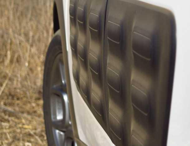 מבחן רכב סיטרואן קקטוס. לא רק קרוסאובר אלא גם הרבה יצירתיות. החל מ-90 אלף שקלים. פגושי אוויר כדיפוני צד. מעניין. צילום: רוני נאק