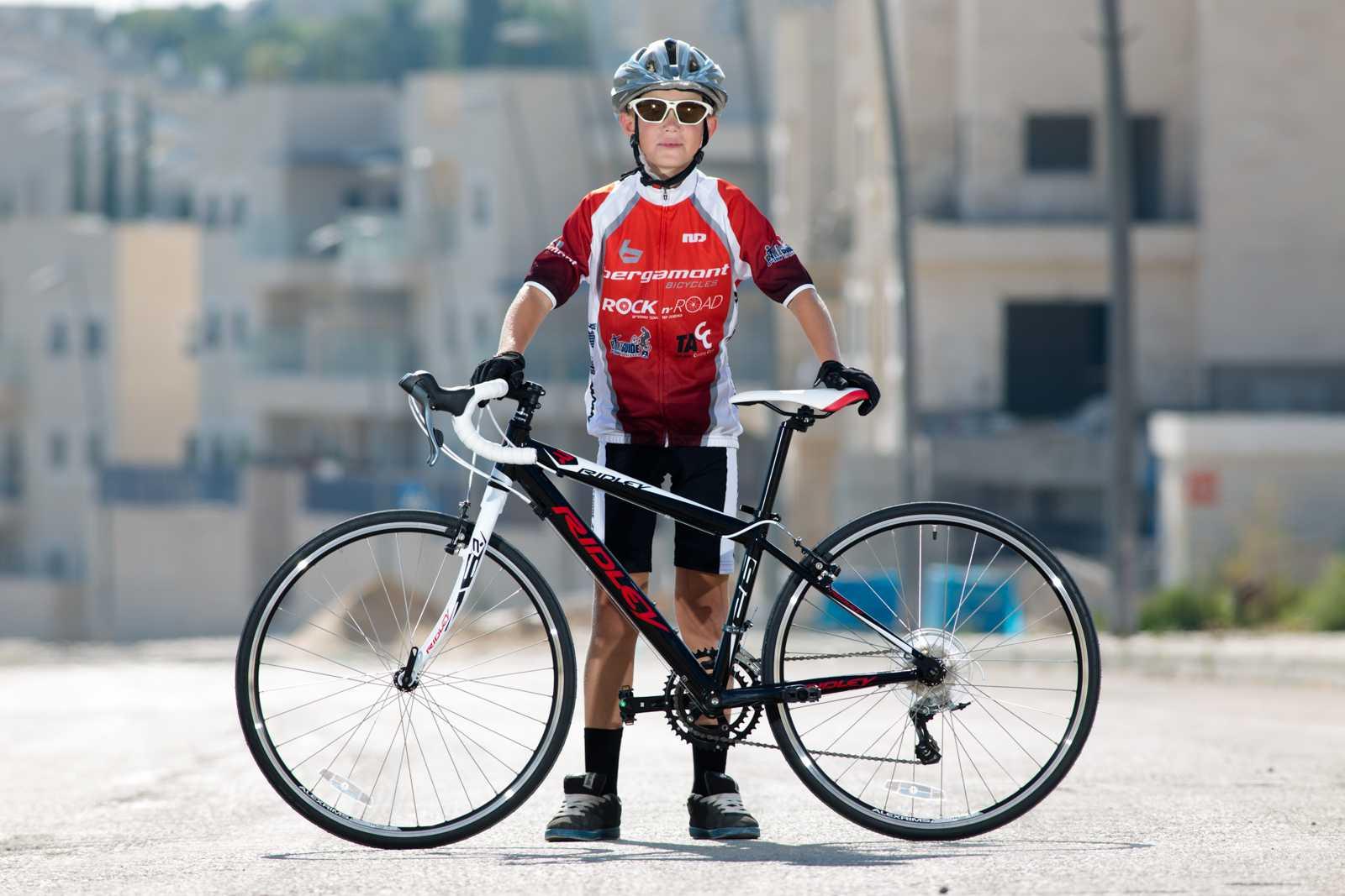 אופניים מקצועיים לילדים. כמו הרידלי שבצילום אופניים איכותיים לילד יבטיחו שתהיה שניכם חוויה חיובית ובטוחה. צילום: תומר פדר