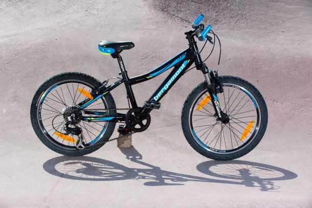 """אופניים מקצועיים לילדים. """"ילד קטן אופניים קטנים"""" אל תקנו לו אופניים ענקיים רק בגלל שהוא ממילא יגדל למידה שלהם. כפרה עליו. צילום: תומר פדר"""