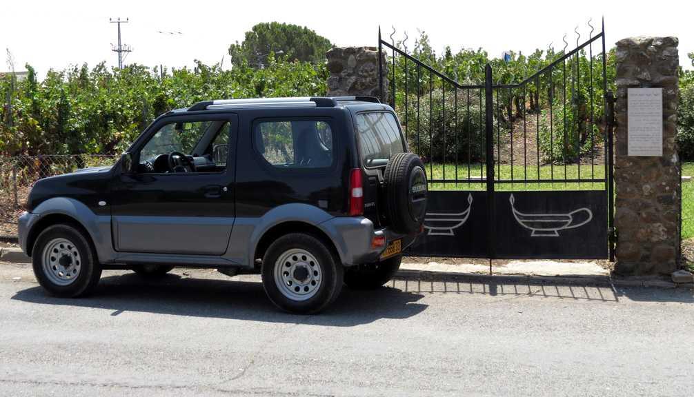 השער לעולם הקסום של יקב רמת הגולן. אנשים ומקומות עם סוזוקי ג'ימני. צילום: עדי שפרן כפרה