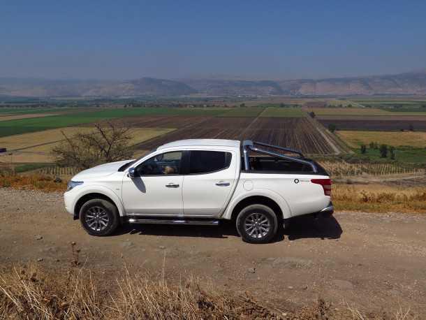 מבחן רכב מיצובישי טריטון. בין הכביש המהיר למעלות מסולעים בגולן - טריטון עושה הרבה מאד. צילום: רוני נאק