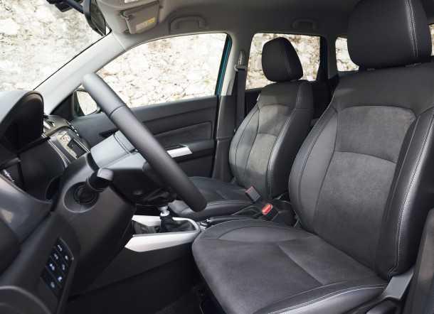מבחן רכב סוזוקי ויטארה AllGrip. הגרסה הזו מקבלת בקרת אקלים דיגיטאלית וגם ריפודי מושבים מזמש. צילום: סוזוקי