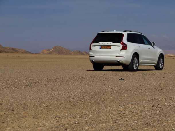 מבחן רכב וולוו XC90 דיזל. ירכתיים לא הצד הכי יפה של ת'ור. ובכל זאת - נאמן לשפה העיצובית של המותג. צילום: רוני נאק