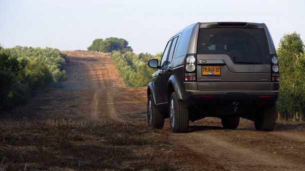 מבחן רכב לנד רובר דיסקברי 4. שומר על הצללית המוכרת אבל איכשהו יותר נקי ואלגנטי. צילום: רוני נאק