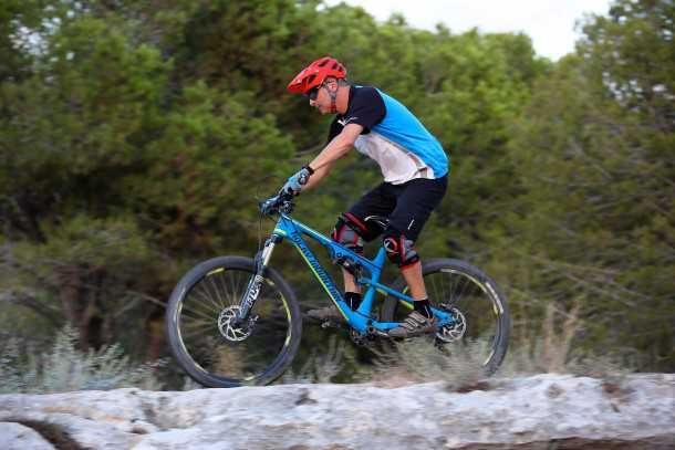 מבחן אופניים רוקי מאונטיין אלטיטיוד 750 MSL. בולסים גינות סלעים. צילום: תומר פדר
