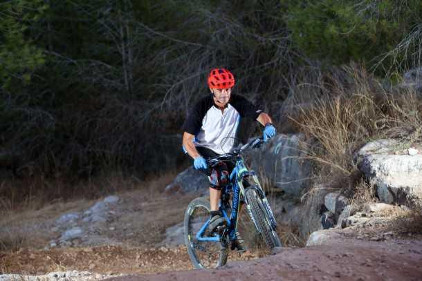 מבחן אופניים רוקי מאונטיין אלטיטיוד 750 MSL. מטפסים יפה - אבל בכל זאת נדרשת נעילה כדי להיות ממש יעילים ולא לאבד כוח בבובינג. צילום: תומר פדר