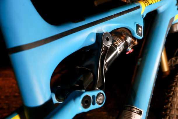 מבחן אופניים רוקי מאונטיין אלטיטיוד 750 MSL. אין מיסבים יש בושינגים. קונספט RIDE-9 עובד נהדר והשפעתו מורגשת מאד. צילום: תומר פדר